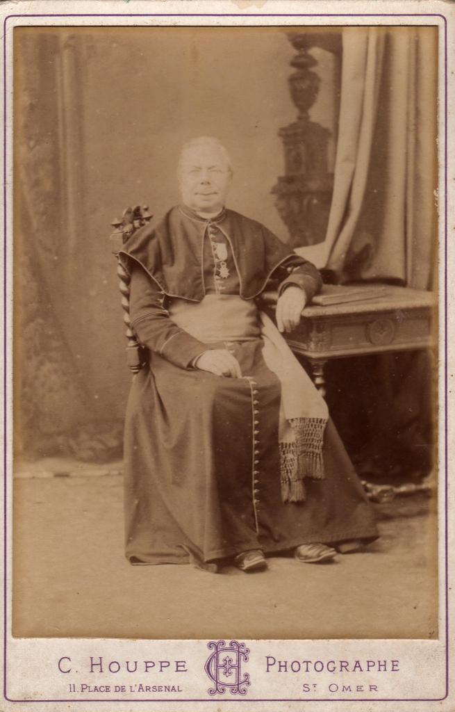 Houlle Monseigneur Leroy ancien curé de Houlle