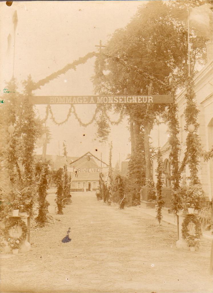 Houlle Venue de Monseigneur Williez 1908
